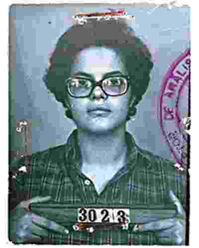 Fotografia 3x4 de Dilma Rousseff aos 22 anos, pertencente aos arquivos do Dops, que foi tirada quando a então universitária foi presa, em 1970 - Reprodução