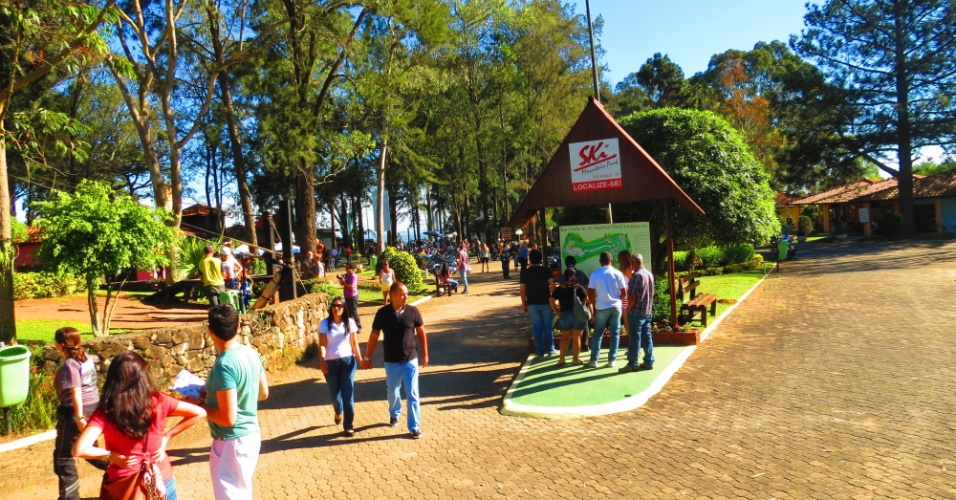 O complexo do Ski Mountain Park reúne tobogãs, paintball, arco e flecha e outras opções de diversão em família. Também há lanchonete e restaurante no local
