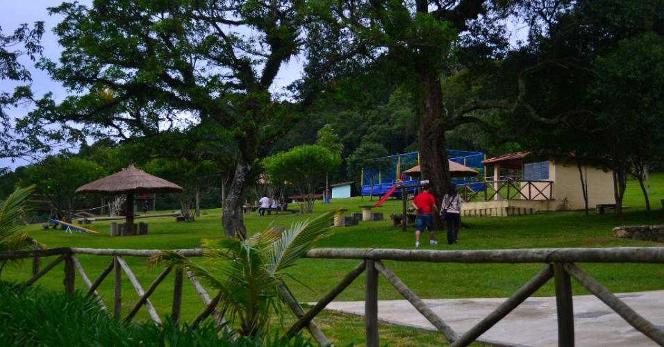 Os restaurantes locais costumam investir em áreas externas amplas e playgrounds. Na foto, espaço verde da Fazendinha Doces Santa Adélia