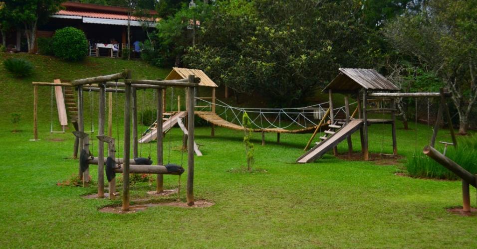 Os restaurantes locais costumam oferecer áreas externas amplas e playgrounds. Na foto, área onde funciona a vinícola e o restaurante Canguera