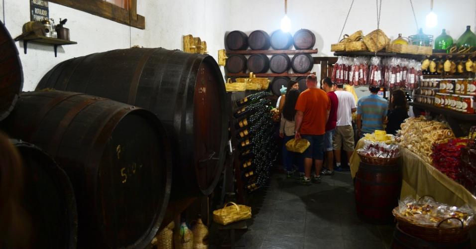 Vários restaurantes agregam empórios. Na foto, o do Quinta do Olivardo, que tem degustação de vinhos e sucos de uvas