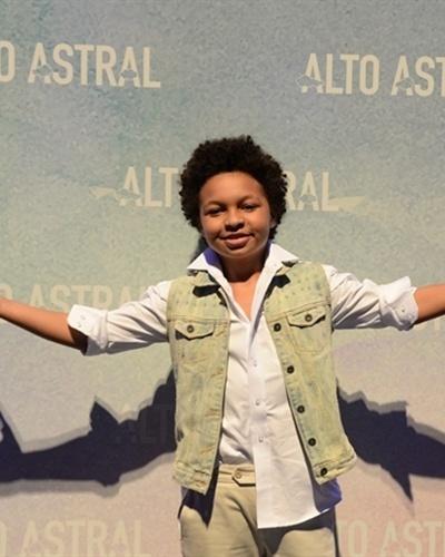ADEILSON (Azeitona) - (JP Rufino): Filho mais novo de Aurélia (Ana Carbatti). Menino levado e alegre, mas muito medroso