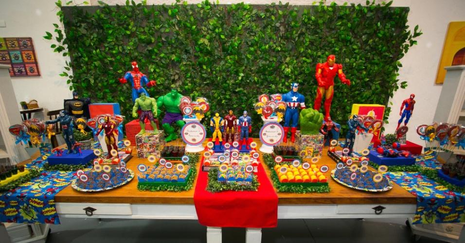álbum com festas de super-heróis | Batman, Homem Aranha, Hulk, Capitão América, Wolverine e Homem de Ferro foram os heróis utilizados nessa decoração assinada pelo spaço Vila da Arte (www.espacofiladaarte.com.br)