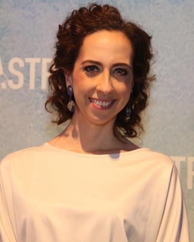 ANA DIRCE (Marianna Armellini): Filha de Meire (Débora Olivieri). Não tem consciência de que morreu e continua com sua vida corriqueira dos anos 30