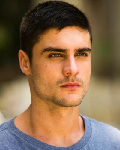 GUSTAVO MARTINS (Guilherme Leicam): Irmão de Laura (Nathalia Dill) e Bia (Raquel Fabbri), neto de Vicente (Otavio Augusto). É um rapaz ambicioso e problemático