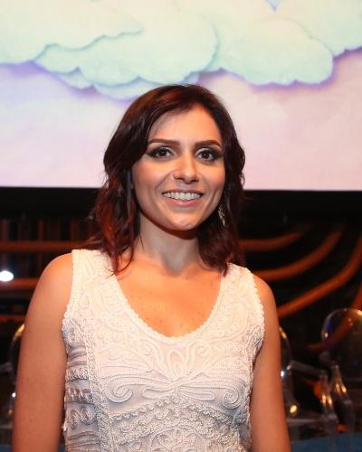 SCARLETT MÁXIMO (Monica Iozzi): Sobrinha de Adriana (Totia Meirelles), patricinha e romântica. Durante os anos que viveu no exterior, se transformou em uma socialite internacional
