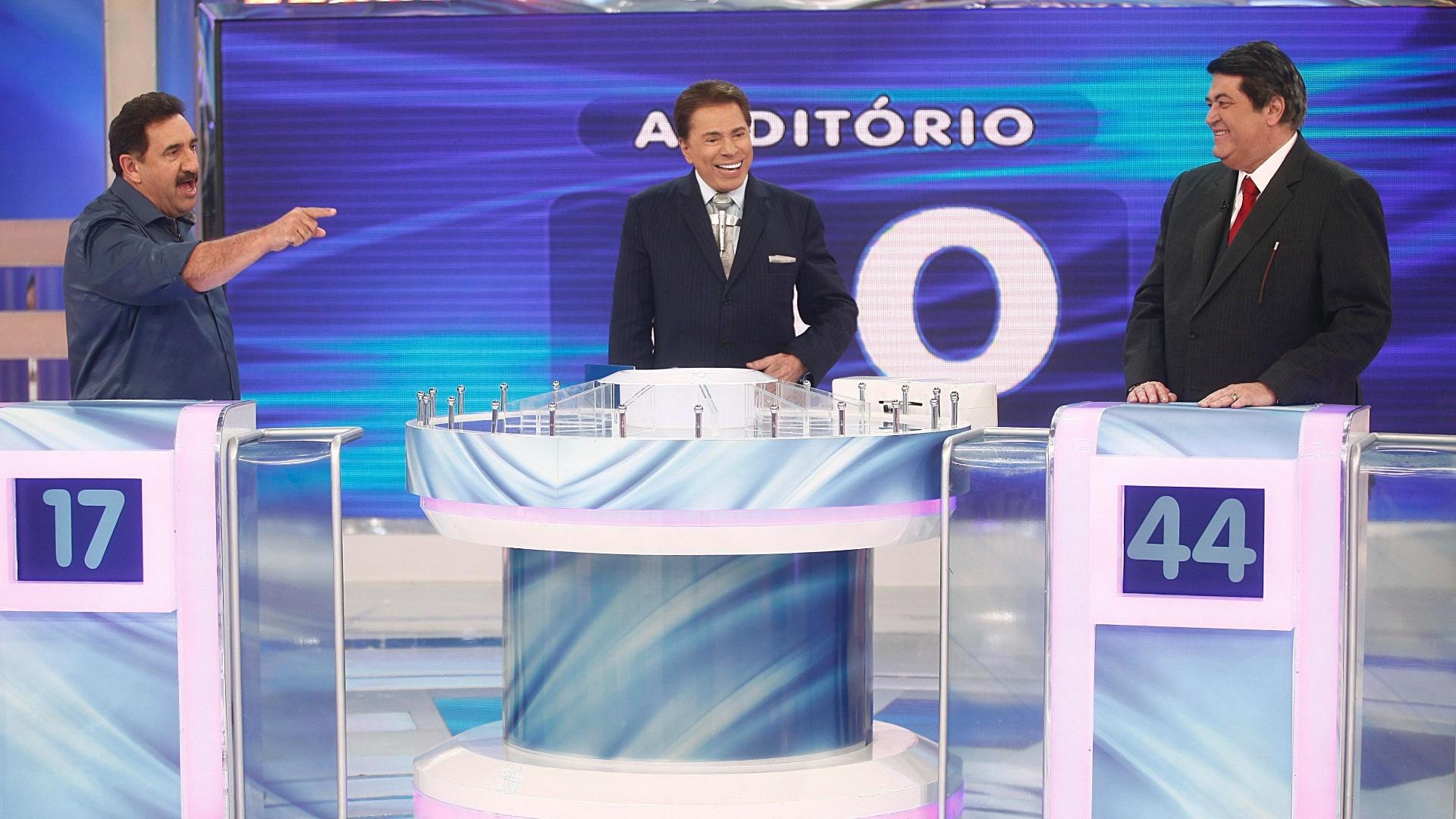 Silvio Santos com Ratinho e José Luiz Datena no Jogo das 3 Pistas