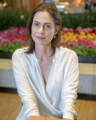 ÚRSULA BARBOSA (Silvia Pfeifer): Esposa de Marcelo (Edson Celulari), mãe de Ricardo (Nando Rodrigues) e Liz (Debora Rebecchi). Sofre de uma doença incurável e é extremamente dependente do marido