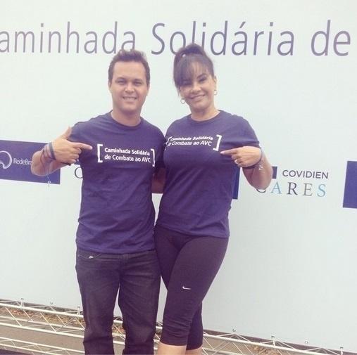 1º .nov.2014 - Solange Couto e o marido Jamerson Andrade participam da Caminhada Solidária de Combate ao AVC, no Ibirapuera, em São Paulo