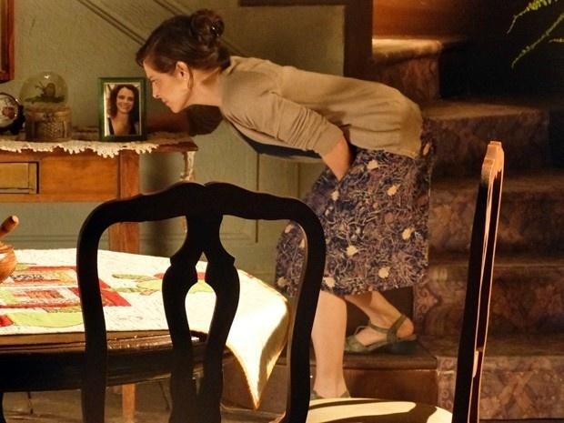 Cora revela que é louca por Zé Alfredo ao olhar foto da irmã falecida