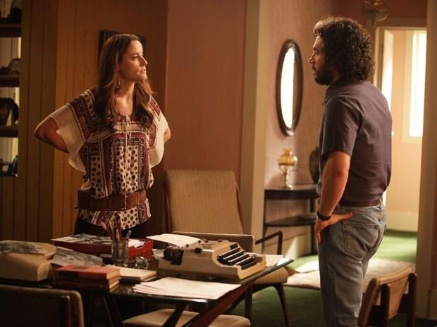 Diana enfrenta Paulo para saber quem é Beatriz. Acuado, jornalista não admite romance com vizinha