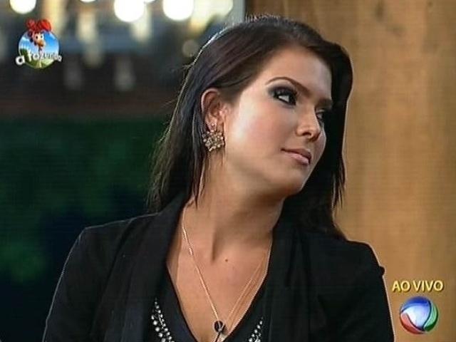 3.nov.2014 - Indicada para a roça por Pepê e Neném, Débora Lyra vota em Robson Caetano para a sétima roça de