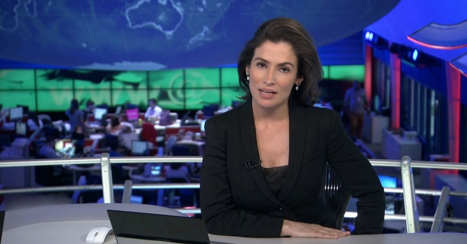 "Segura, Renata Vasconcellos estreia no ""JN"" com elogios de telespectadores"