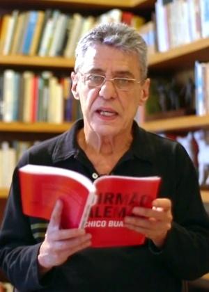 Chico Buarque é um dos dois brasileiros na lista dos 20 livros de ficção mais vendidos em 2015 - Reprodução