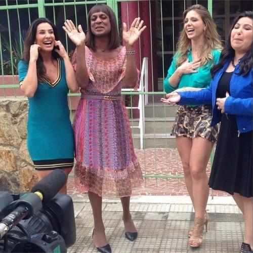 """Nov.2014 - Scheila Carvalho e Sheila Mello encontram Dorothy, personagem de """"Geração Brasil"""" interpretada por Luis Miranda"""