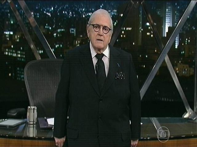 2.nov.2014 - Jô Soares faz uma homenagem ao filho, Rafael Soares, na abertura de seu programa nesta segunda-feira.