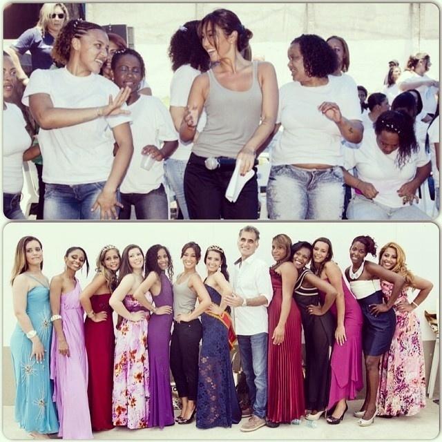 4.nov.2014 - Daniele Suzuki posa com as concorrentes do concurso Garota Talavera Bruce, na penitenciária de Bangu, no Rio