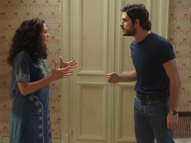 Rafael (Marco Pigossi) fica chocado com a agressividade de Cristina (Fabiula Nascimento) após o anúncio do seu casamento com Sandra (Isis Valverde). O piloto avisa a tia que vai romper relações caso ela conte a verdade sobre a traição de Beatriz (Heloísa Perissé) para Elísio (Daniel Dantas)