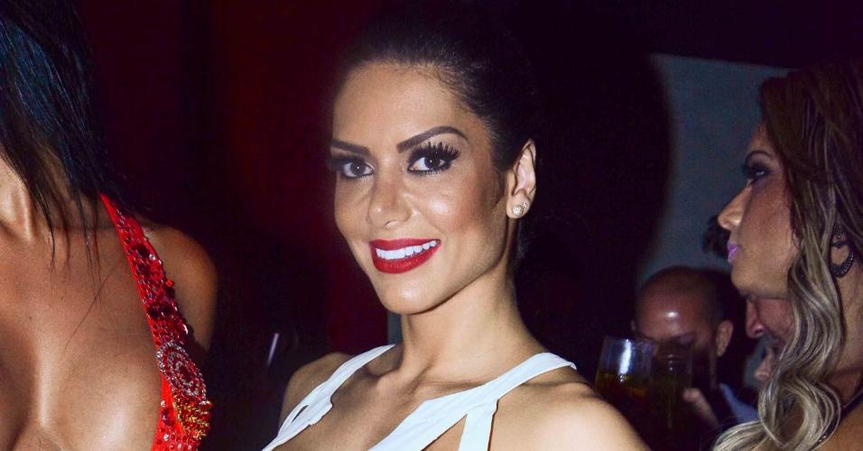 4.nov.2014 - A modelo Graciella Carvalho prestigia o lançamento do ensaio nu da ex-sister Clara Aguilar para a edição de aniversário da revista Sexy, nesta terça-feira, em uma casa noturna de São Paulo