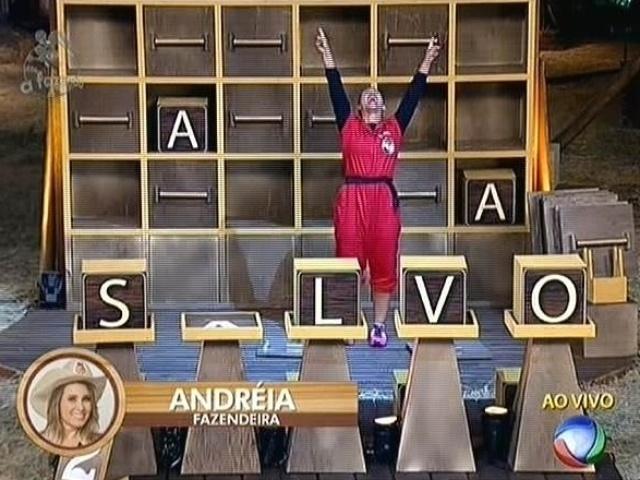 """4.nov.2014 - Andréia Sorvetão comemora a vitória na prova do fazendeiro da semana em """"A Fazenda 7"""""""
