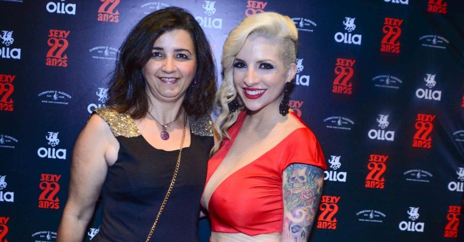 4.nov.2014 - Rosangela Duboviski comparece ao lançamento do ensaio nu de sua filha, a ex-sister Clara Aguilar, para a edição de aniversário da revista Sexy, nesta terça-feira, em uma casa noturna de São Paulo