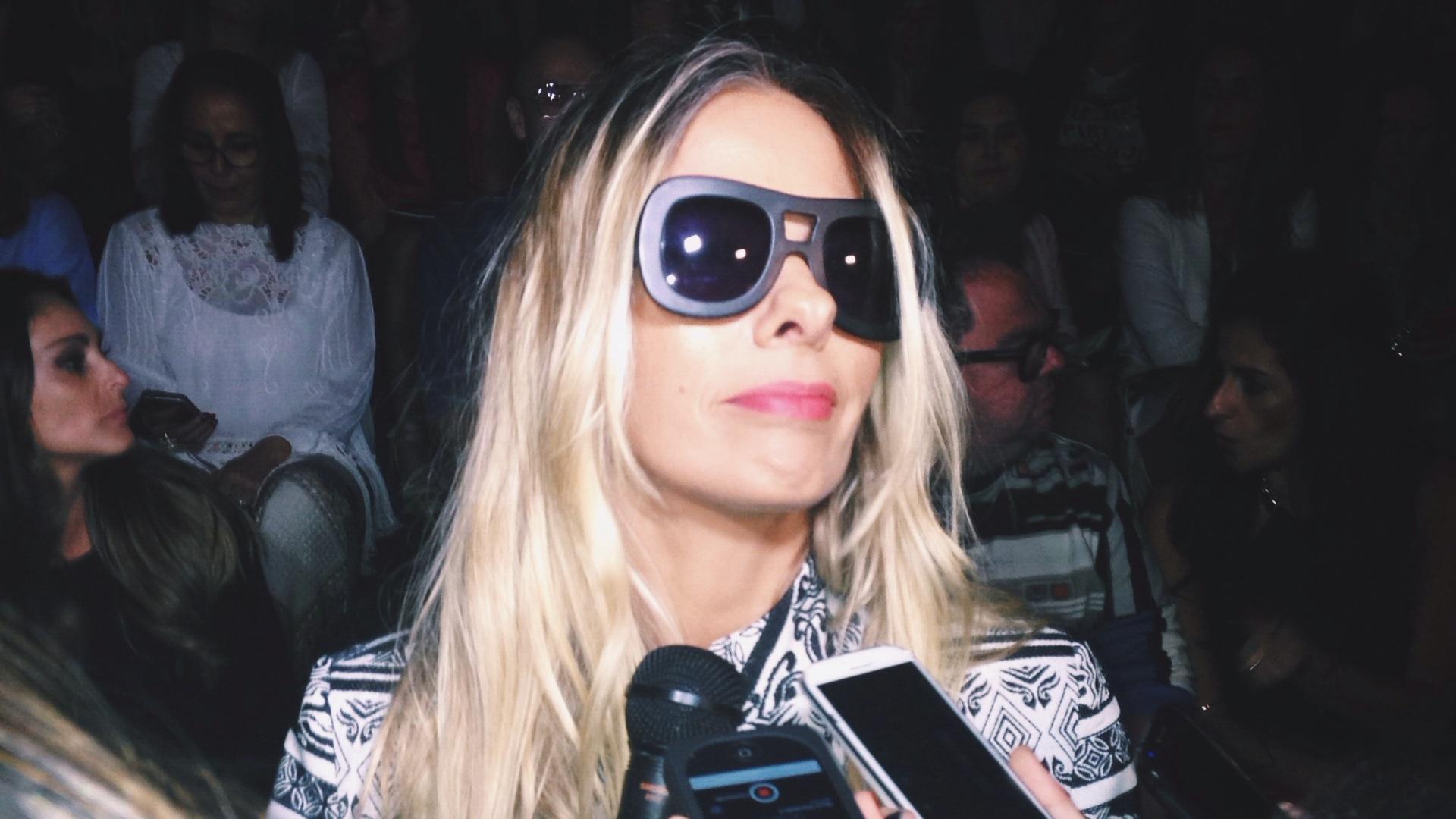 5.nov.2014 - Adriane Galisteu esteve na São Paulo Fashion Week nesta quarta (5) para prestigiar o desfile da coleção de Inverno 2015 da Iódice
