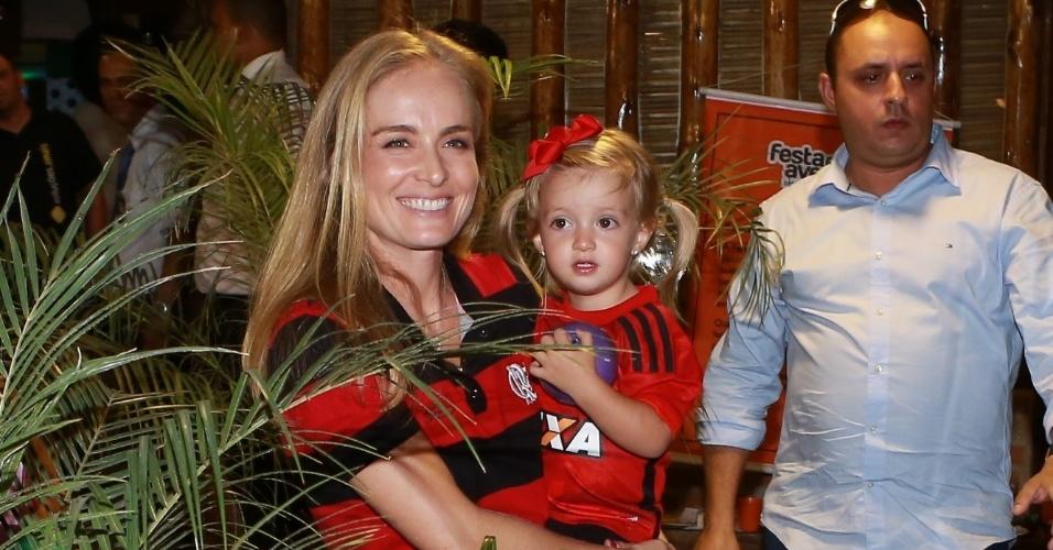 5.nov.2014-  Angélica e Eva usam camisas do Flamengo no aniversário de 7 anos de Benício