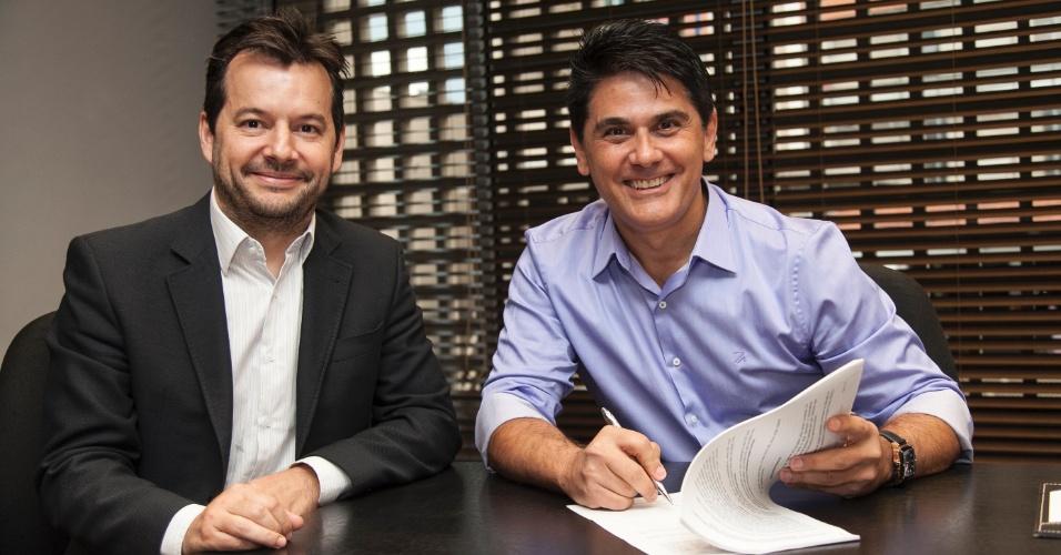 O apresentador César Filho com Paulo Franco, superintendente artístico e de programação da Record