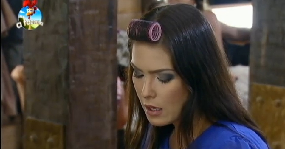 06.nov.2014 - Em conversa com Marlos, Débora Lyra comenta sobre possibilidade de ser eliminada na roça