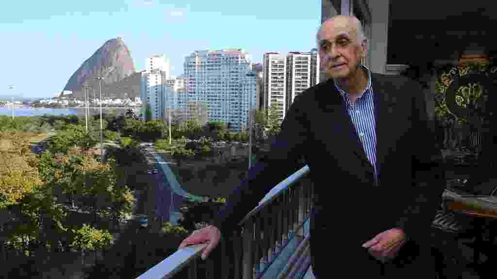 30.out.2014 - O escritor Zuenir Ventura comemora no Rio de Janeiro sua escolha como novo imortal na Academia Brasileira de Letras em substituição a Ariano Suassuna - Julio Cesar Guimaraes/UOL