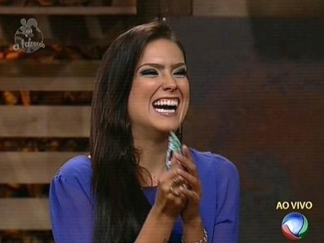 "6.nov.2014 - Débora Lyra recebe 60,20% dos votos e vence Robson Caetano na sétima roça de ""A Fazenda 7"""