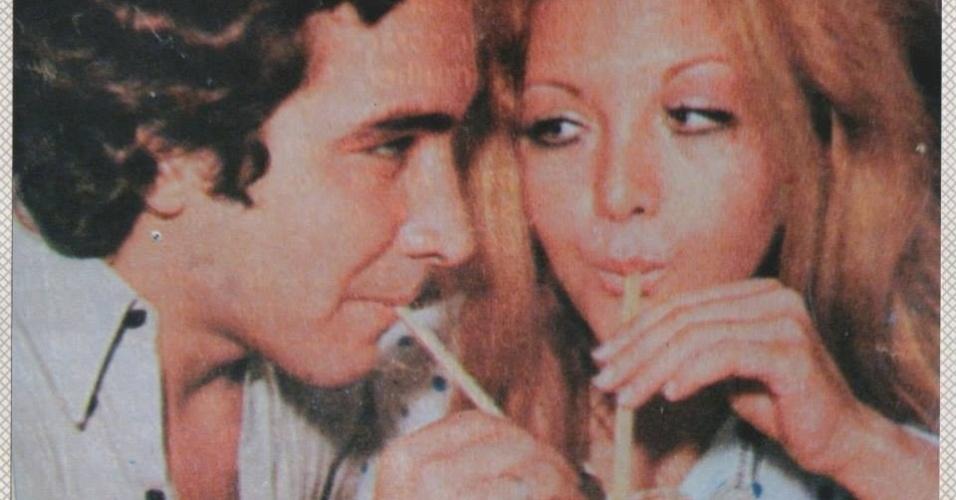 Cantora Wanderléa posa ao lado do ex-marido José Renato Barbosa de Medeiros, filho de Chacrinha, tomando suco. Ele morreu na quinta-feira, 6, de novembro, após complicações respiratórias e cardiológicas, no Rio de Janeiro