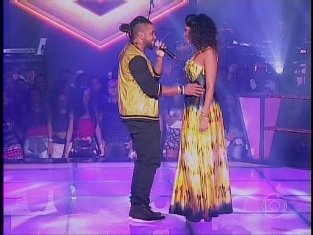 6.nov.2014- Amarildo Fire e Vanessa Borges mostram sintonia no palco ao interpretarem