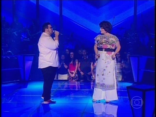 6.nov.2014- Em uma apresentação emocionante, Lui Medeiros e Deena Love cantam