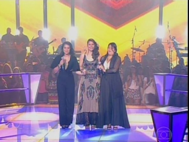 6.nov.2014- O trio interpretou a canção