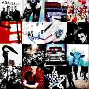 """ACHTUNG BABY - O álbum do U2 de 1991 foi parcialmente gravado na Alemanha e fortemente influenciado pelo clima de reunificação. A banda estava à beira de acabar devido a conflitos internos e o hit """"One"""" foi central para a continuação da banda - Divulgação"""
