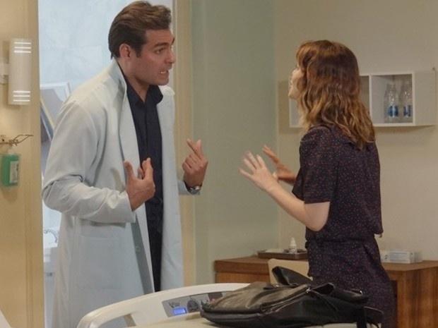 Marcos (Thiago Lacerda) não se conforma com a decisão de Laura (Nathalia Dill) de cancelar o casamento