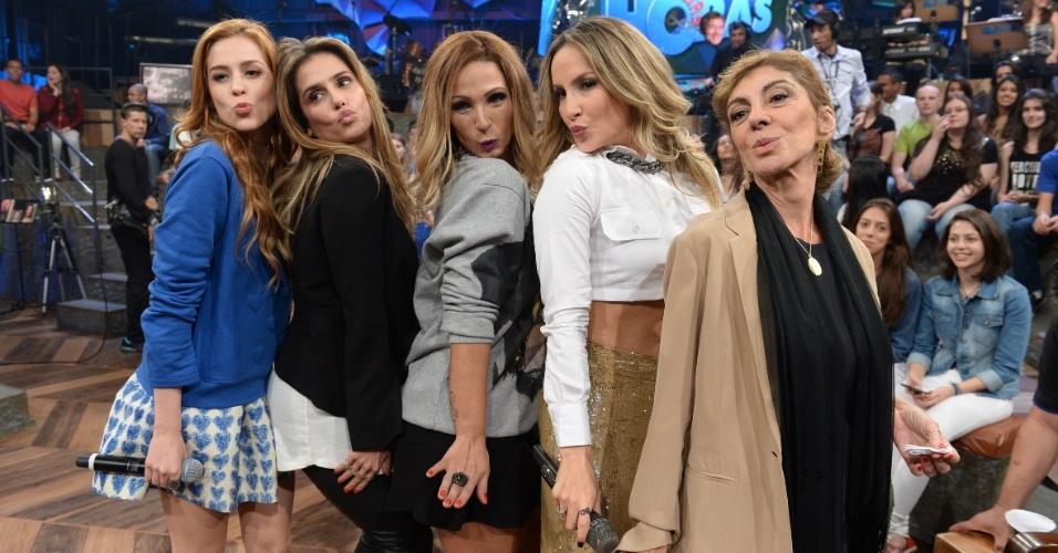 """Sophia Abrahão, Deborah Secco, Valesca Popozuda, Claudia Leitte e Marília Pera dão """"beijinho no ombro"""" no intervalo do """"Altas Horas"""", que vai ao ar neste sábado (8)"""