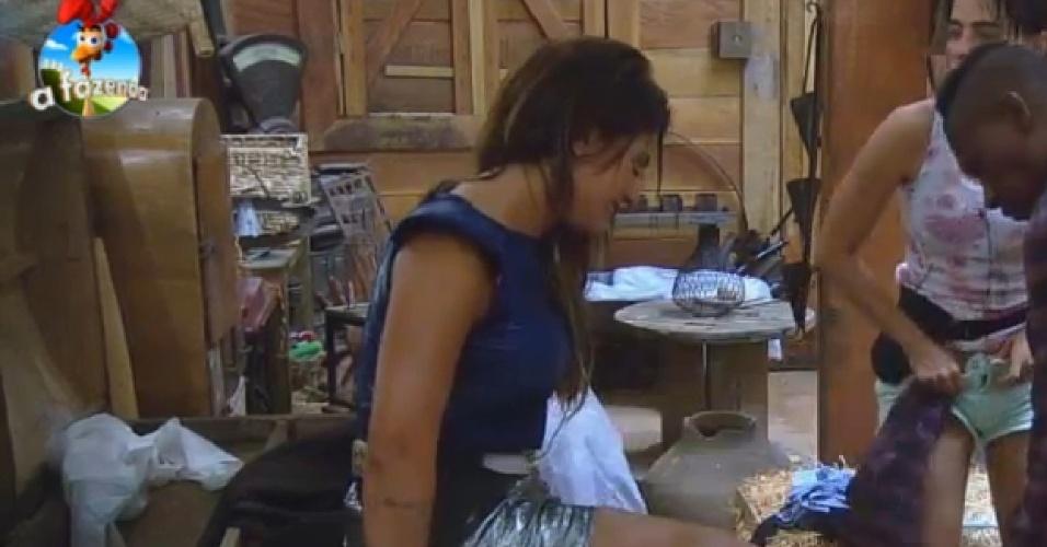08.nov.2014 - No celeiro, Babi Rossi chora por medo de ser processada por Leo Rodriguez