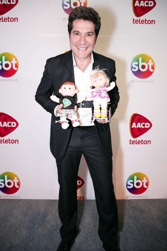 7.nov.2014 - Com permissão concedida pela TV Globo, o padrinho Daniel faz a abertura do Teleton 2014 na noite desta sexta-feira, no SBT. A campanha pretende arrecadar R$ 26 milhões de reais em prol da AACD