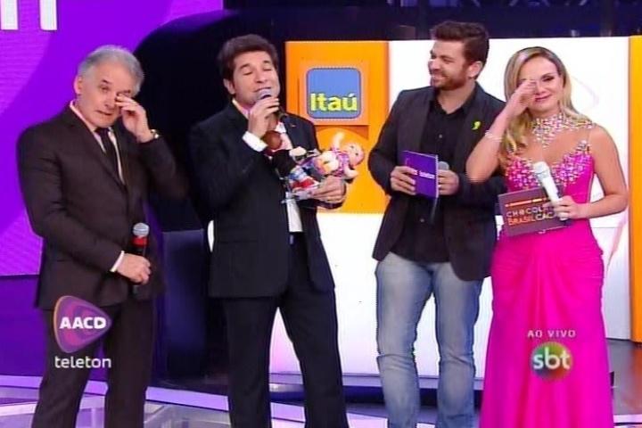 8.nov.2014 - Daniel emociona Otavio Mesquita ao cantar a música