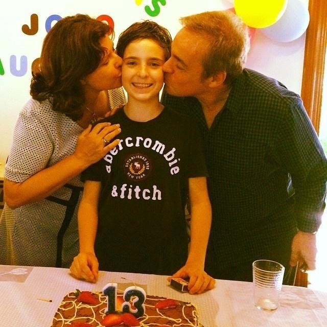 10.nov.2014 - Gugu Liberato mostra registro da comemoração dos 13 anos de seu filho mais velho, João Augusto