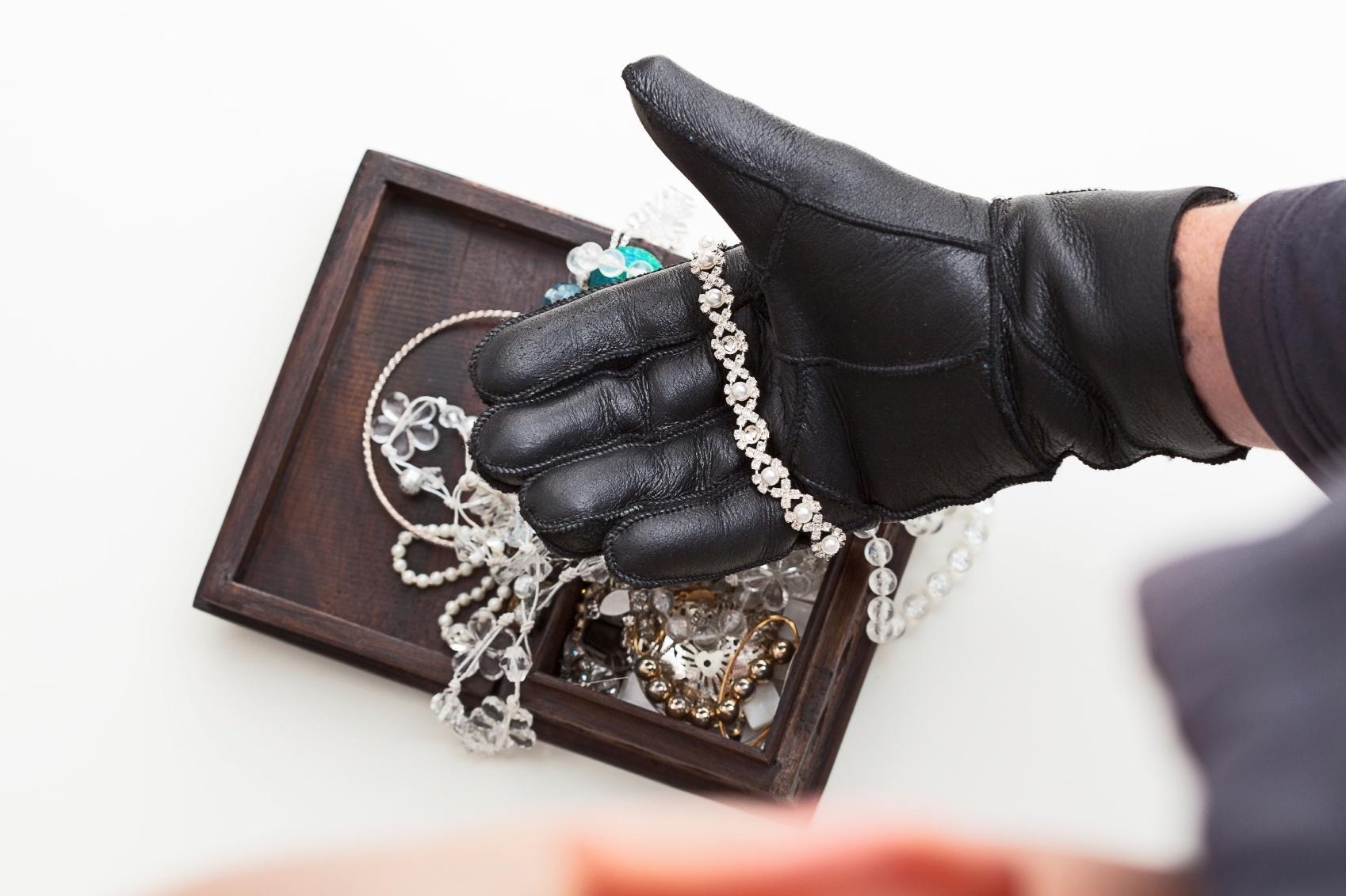 Veja 12 dicas para conservar melhor as bijuterias em casa - 10 11 2014 -  UOL Universa 4cab7a3f23ea0
