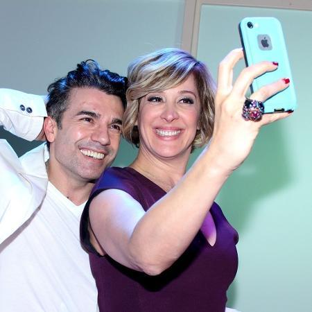 Jarbas Homem de Mello faz selfie com a mulher, a atriz Claudia Raia - Alex Palarea/AgNews