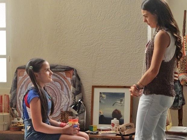 11.nov.2014 - Claudia escuta sem querer os planos de Sandra e Rafael: eles pretendem se casar em segredo, em Gibraltar, como John Lennon