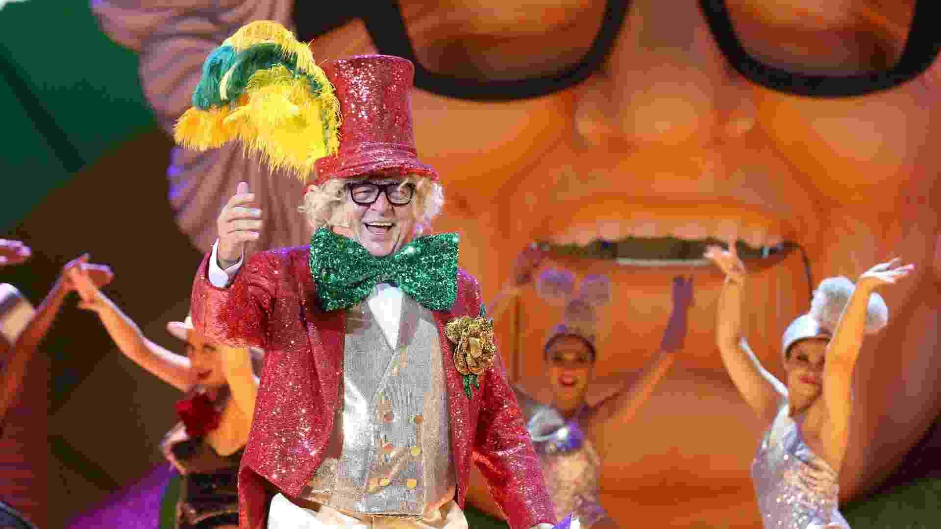 """11.nov.2014 - Stepan Nercessian interpreta o """"velho guerreiro"""" em """"Chacrinha, o Musical"""" - Marco Antonio Cavalvalcanti/UOL"""