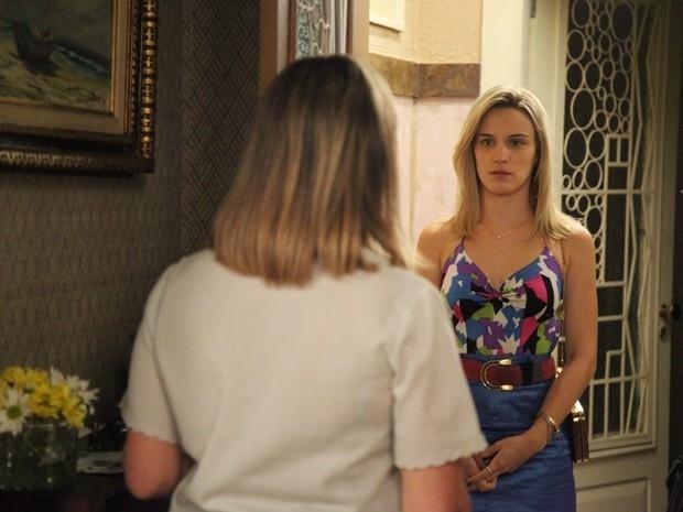 11.nov.2014 - Vitória procura Beatriz e faz proposta de morar com os verdadeiros pais para irritar Sandra