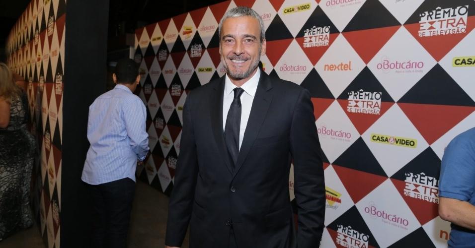11.nov.2014- Alexadre Borges posa sorridente no Prêmio Extra de Televisão