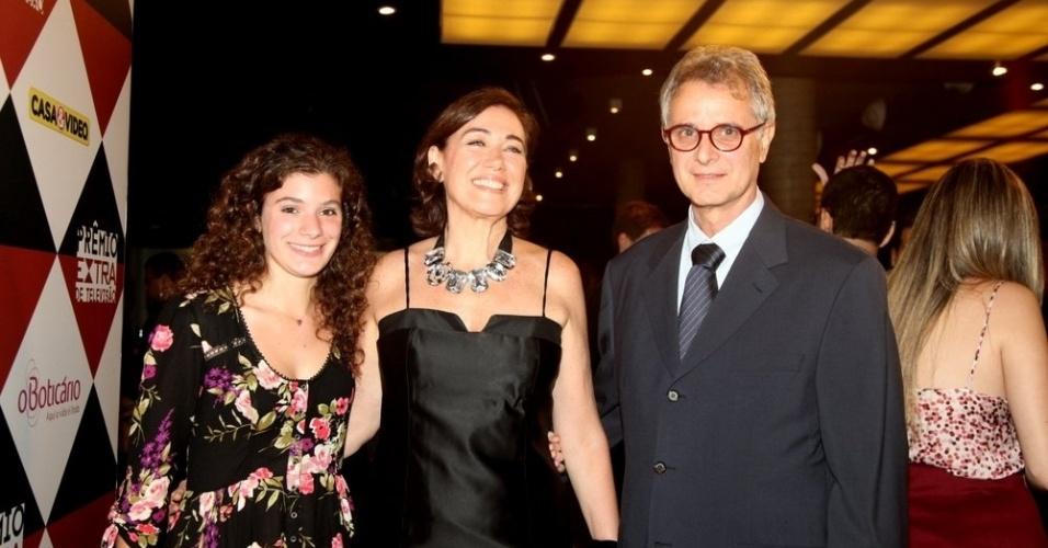 11.nov.2014-  Lilia Cabral marca presença em evento acompanhada da filha, Giulia e do marido, Iwan Figueiredo