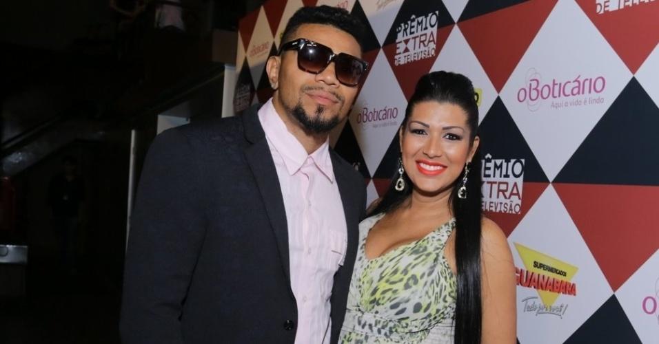 11.nov.2014- Naldo foi com a mulher Ellen Cardoso, a Moranguinho, que está grávida de Maria, a primeira filha do casal